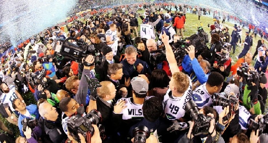 https://www.ragusanews.com//immagini_articoli/04-02-2014/io-tifavo-per-denver-broncos-ma-hanno-vinto-i-seattle-seahawks-500.jpg