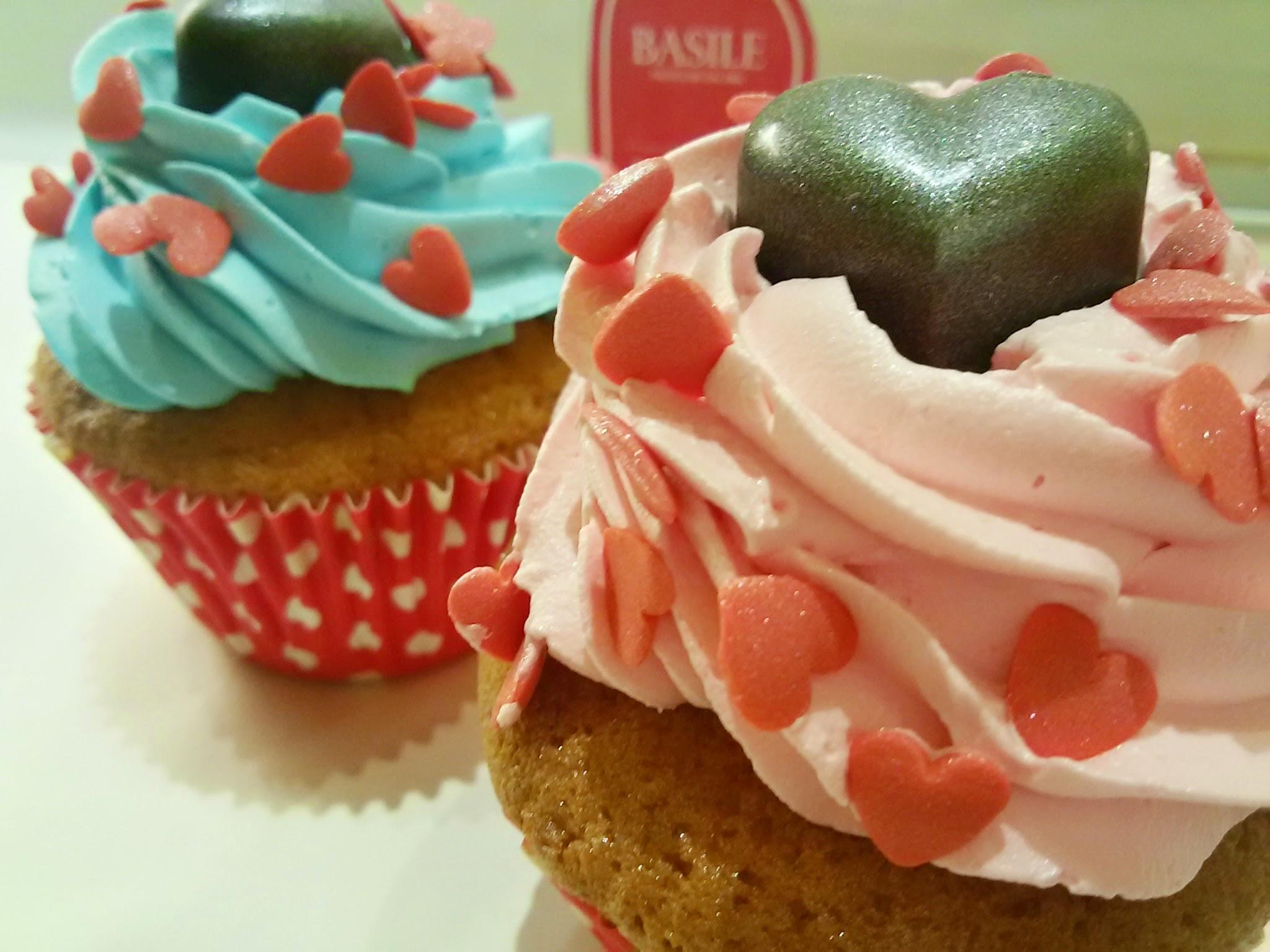 https://www.ragusanews.com//immagini_articoli/04-02-2015/1423048877-2-basile-pasticceri-un-love-box-per-san-valentino.jpg
