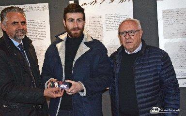 http://www.ragusanews.com//immagini_articoli/04-02-2018/lorenzo-licitra-ambasciatore-cioccolato-modica-240.jpg
