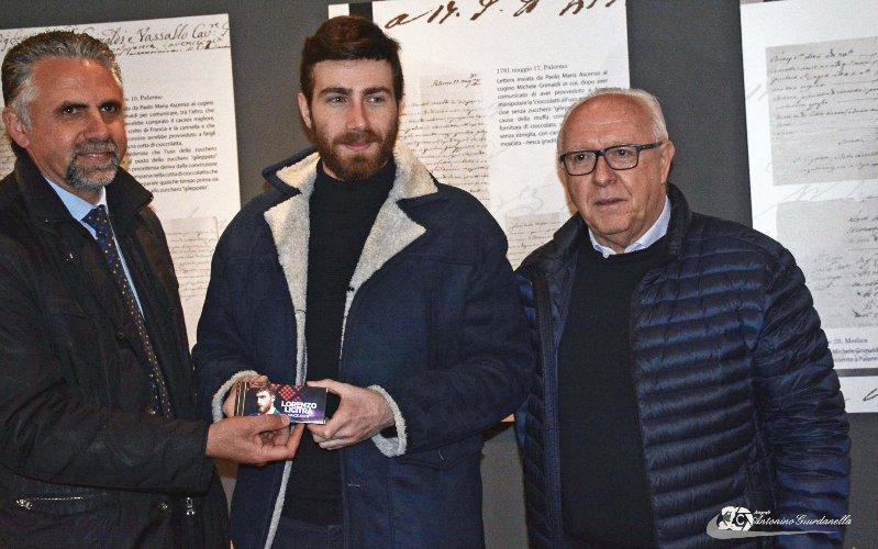 https://www.ragusanews.com//immagini_articoli/04-02-2018/lorenzo-licitra-ambasciatore-cioccolato-modica-500.jpg