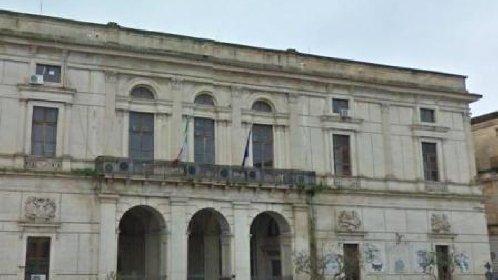 https://www.ragusanews.com//immagini_articoli/04-02-2021/amnesty-il-municipio-di-ragusa-si-colora-di-giallo-per-patrick-zaki-280.jpg