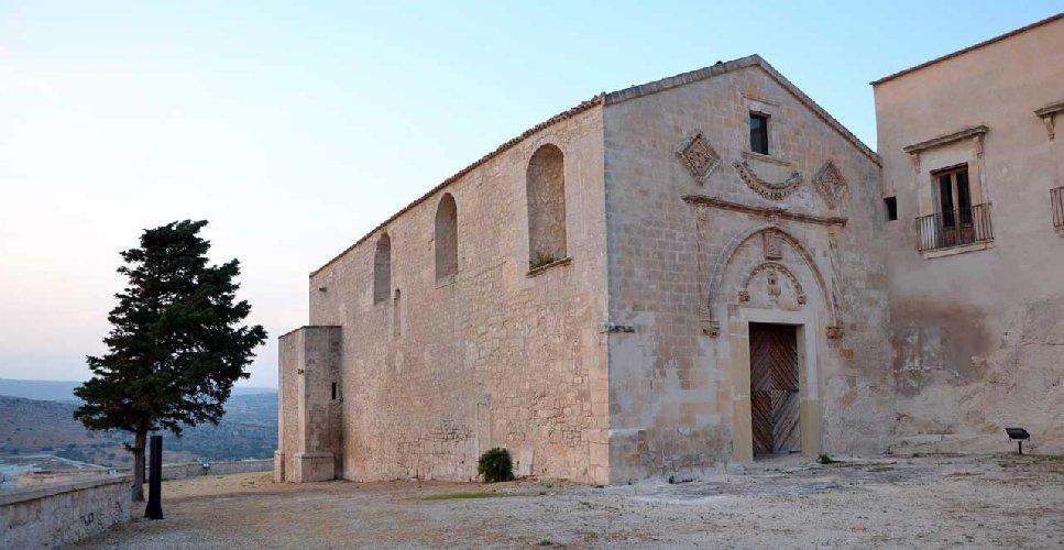 https://www.ragusanews.com//immagini_articoli/04-03-2020/regione-4-mln-e-200-mila-euro-per-il-convento-croce-500.jpg