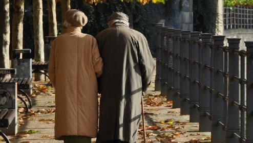 https://www.ragusanews.com//immagini_articoli/04-03-2021/arezzo-a-93-anni-molla-la-moglie-voglio-rifarmi-una-vita-280.jpg