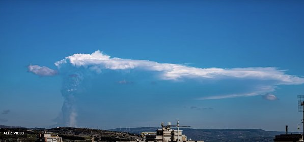 https://www.ragusanews.com//immagini_articoli/04-03-2021/etna-la-nube-di-fumo-ripresa-da-ragusa-in-timelapse-video-280.jpg