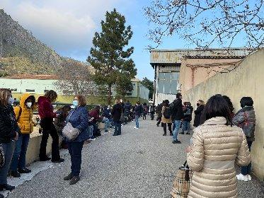 https://www.ragusanews.com//immagini_articoli/04-03-2021/sicilia-covid-fuori-controllo-a-palermo-folle-e-raduni-quotidiani-video-280.jpg