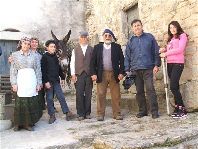 http://www.ragusanews.com//immagini_articoli/04-04-2012/si-gira-un-film-a-monterosso-almo-500.jpg