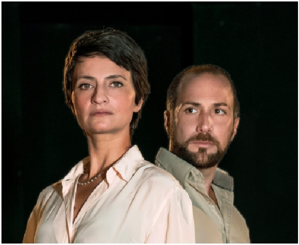 https://www.ragusanews.com//immagini_articoli/04-04-2017/donna-spettacolo-teatrale-ragusa-500.jpg
