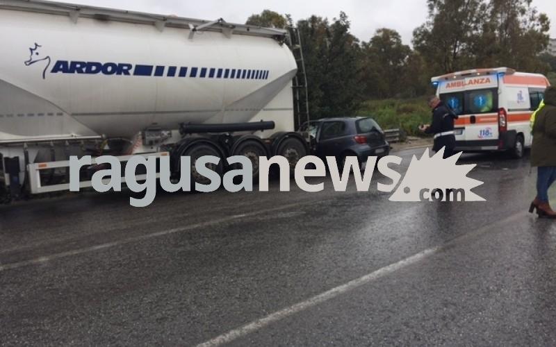 http://www.ragusanews.com//immagini_articoli/04-04-2017/incidente-mortale-viadotto-muore-32enne-leonardo-solarino-500.jpg