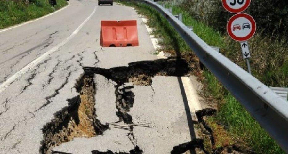 https://www.ragusanews.com//immagini_articoli/04-04-2018/strade-colabrodo-sicilia-convocato-vertice-anas-500.jpg