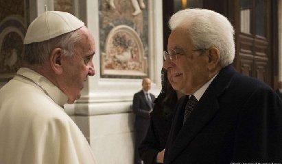 https://www.ragusanews.com//immagini_articoli/04-04-2019/1554389579-mattarella-partecipa-a-sorpresa-messa-in-vaticano-1-240.jpg