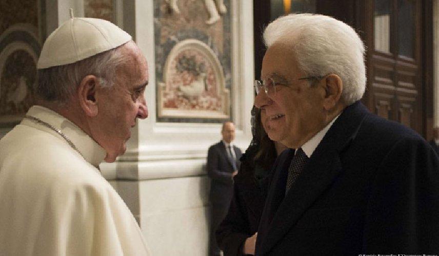 https://www.ragusanews.com//immagini_articoli/04-04-2019/1554389579-mattarella-partecipa-a-sorpresa-messa-in-vaticano-1-500.jpg