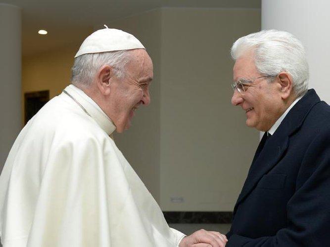 https://www.ragusanews.com//immagini_articoli/04-04-2019/mattarella-partecipa-a-sorpresa-messa-in-vaticano-500.jpg