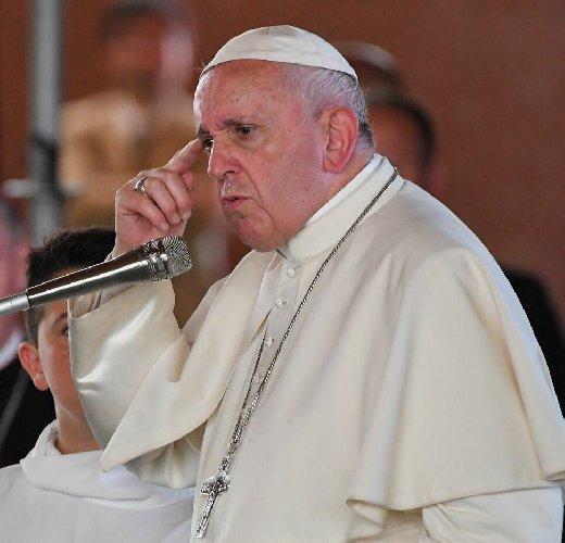 https://www.ragusanews.com//immagini_articoli/04-04-2020/papa-francesco-io-vicario-di-cristo-ma-smettetela-500.jpg