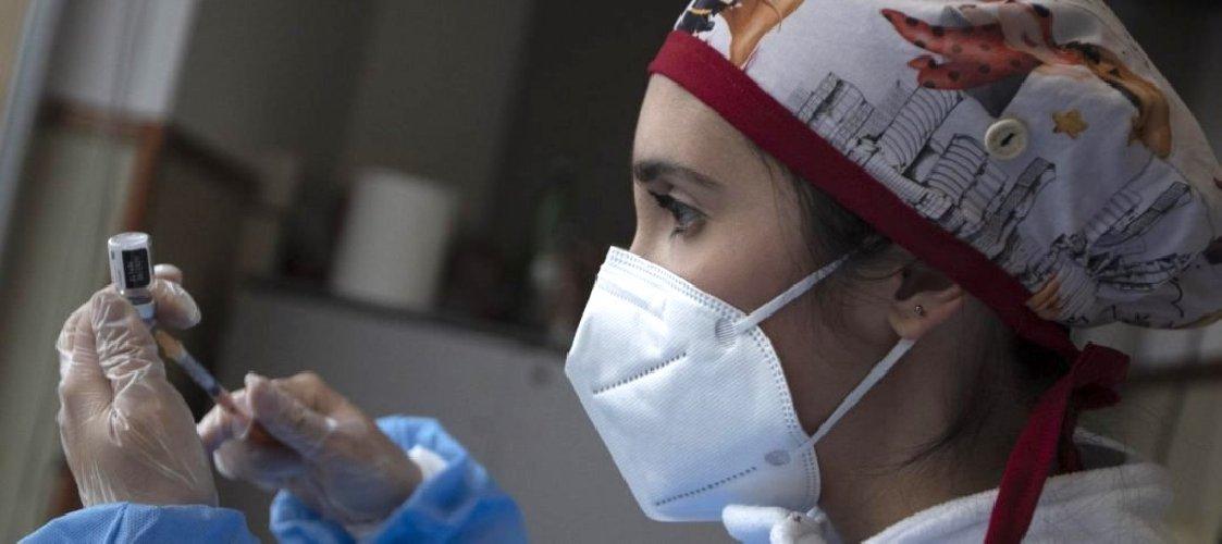 https://www.ragusanews.com//immagini_articoli/04-04-2021/sicilia-dottoressa-positiva-al-covid-dopo-due-dosi-del-vaccino-pfizer-500.jpg