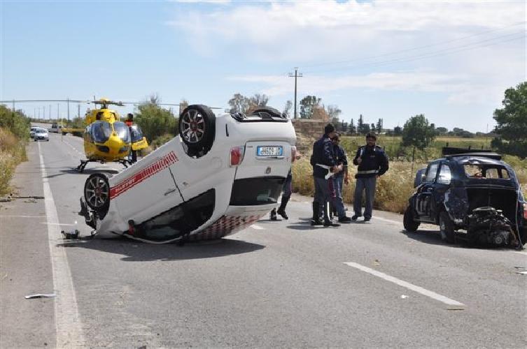 http://www.ragusanews.com//immagini_articoli/04-05-2014/incidente-nella-sfilata-delle-500-500.jpg