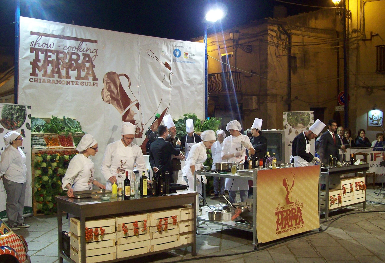 https://www.ragusanews.com//immagini_articoli/04-05-2015/1430725036-1-i-vincitori-del-concorso-gastronomico-terramatta-ad-expo.jpg