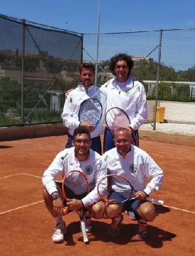 http://www.ragusanews.com//immagini_articoli/04-05-2015/il-tennis-club-ispica-lascia-catania-a-digiuno-di-set-500.jpg