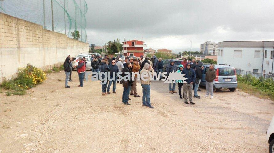 https://www.ragusanews.com//immagini_articoli/04-05-2018/lunedi-protesta-oltranza-lavoratori-consorzio-bonifica-ragusa-500.jpg