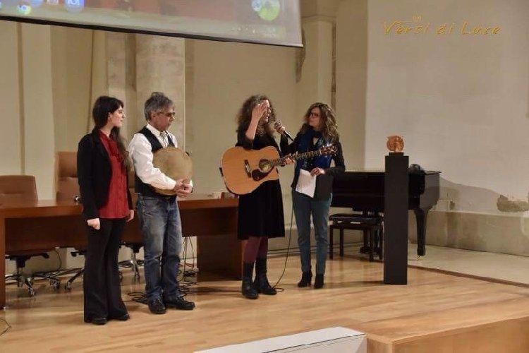 https://www.ragusanews.com//immagini_articoli/04-05-2018/modica-coppola-vince-premio-musica-poesia-500.jpg