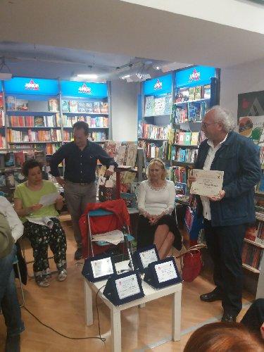 https://www.ragusanews.com//immagini_articoli/04-05-2018/modicano-peppe-macauda-podio-concorso-nazionale-poesia-500.jpg