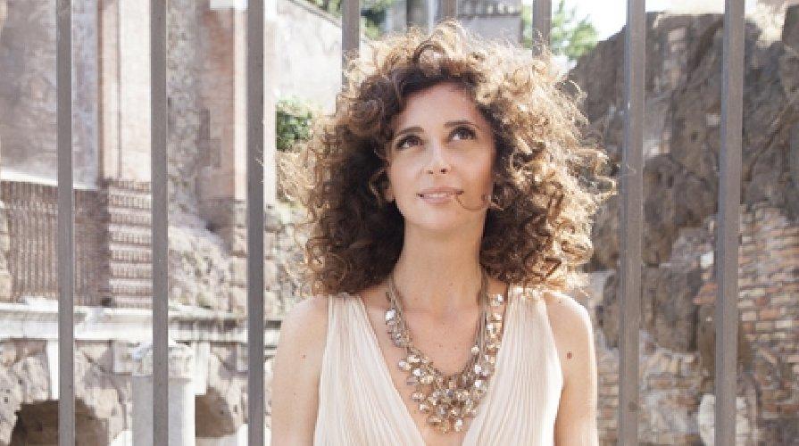 https://www.ragusanews.com//immagini_articoli/04-05-2018/valery-teresa-mannino-teatro-antico-taormina-500.jpg