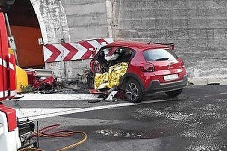 https://www.ragusanews.com//immagini_articoli/04-05-2019/1556991731-taormina-auto-muro-muore-lo-sciclitano-franco-tidona-1-500.jpg