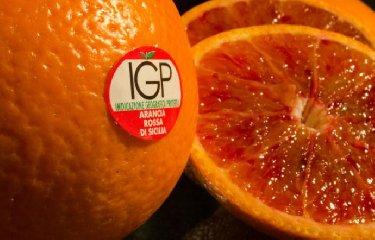 https://www.ragusanews.com//immagini_articoli/04-05-2019/nasce-la-fanta-con-le-arance-rosse-di-sicilia-240.jpg