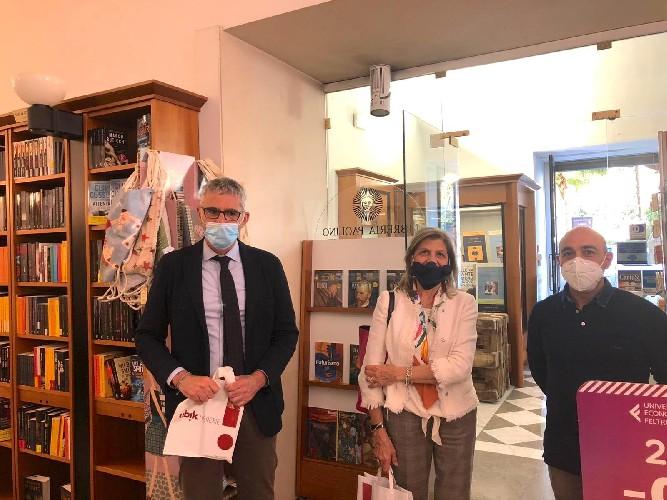 https://www.ragusanews.com//immagini_articoli/04-05-2020/a-ragusa-nel-giorno-della-ripresa-rinasce-la-libreria-paolino-500.jpg