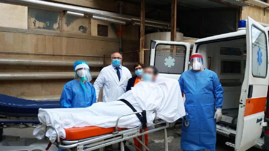 https://www.ragusanews.com//immagini_articoli/04-05-2020/coronavirus-il-32enne-di-gela-nato-per-la-seconda-volta-500.jpg