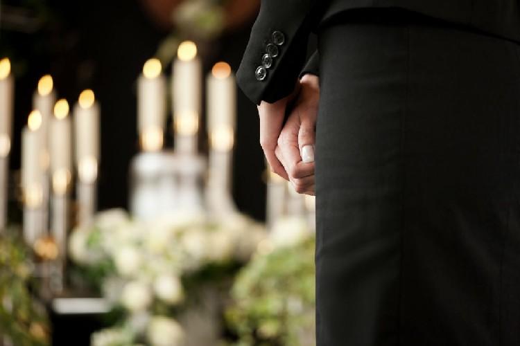 https://www.ragusanews.com//immagini_articoli/04-05-2020/ragusa-ai-funerali-non-si-misura-la-febbre-500.jpg