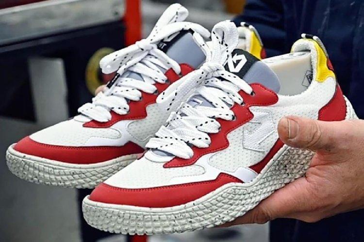 https://www.ragusanews.com//immagini_articoli/04-05-2021/1620154258-le-scarpe-da-ginnastica-fatte-con-gli-scarti-della-frutta-1-500.jpg