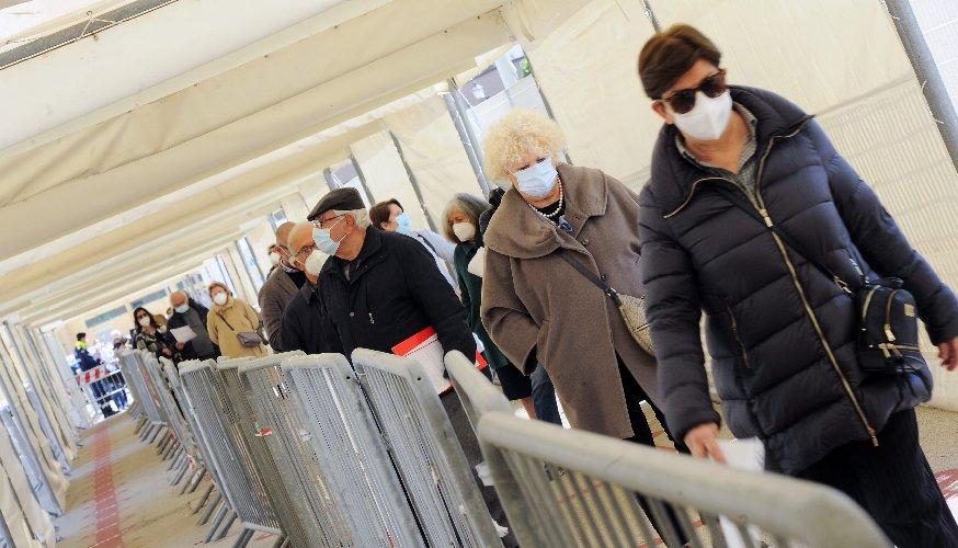 https://www.ragusanews.com//immagini_articoli/04-05-2021/covid-vaccinandoci-usciremo-dall-epidemia-anche-senza-immunita-di-gregge-500.jpg