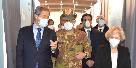https://www.ragusanews.com//immagini_articoli/04-05-2021/in-sicilia-i-cinquantenni-potranno-vaccinarsi-dal-6-maggio-280.jpg