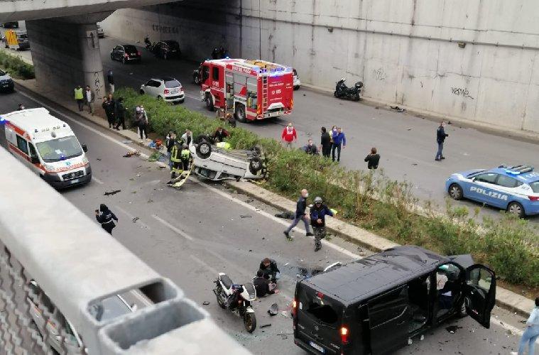 https://www.ragusanews.com//immagini_articoli/04-05-2021/incidente-di-palermo-e-morta-anche-l-altra-ragazza-500.jpg