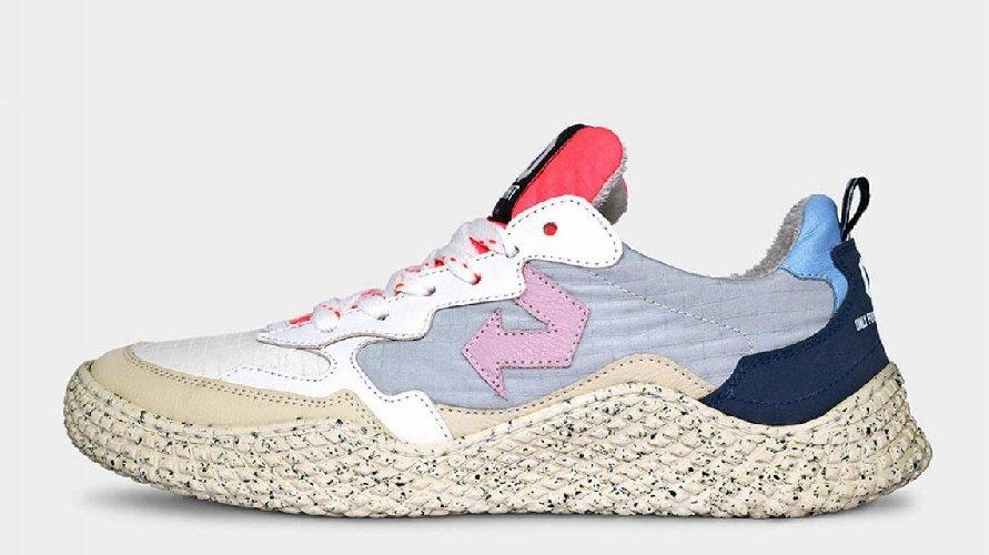 https://www.ragusanews.com//immagini_articoli/04-05-2021/le-scarpe-da-ginnastica-fatte-con-gli-scarti-della-frutta-500.jpg