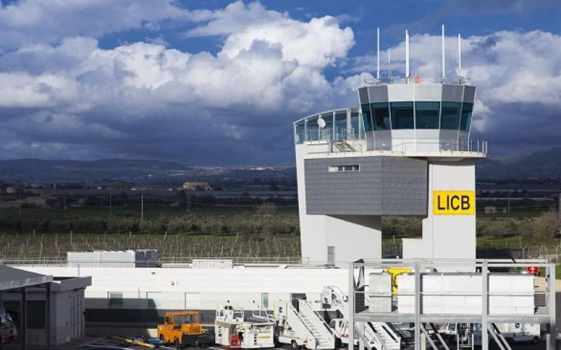 http://www.ragusanews.com//immagini_articoli/04-06-2016/lavorare-all-aeroporto-di-comiso-13-offerte-500.jpg