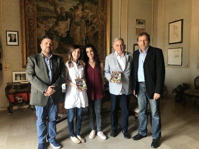 https://www.ragusanews.com//immagini_articoli/04-06-2018/slowbook-sicilia-presentata-guida-sudest-500.jpg