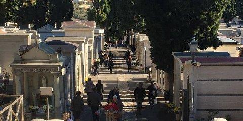 https://www.ragusanews.com//immagini_articoli/04-06-2019/25-euro-per-entrare-al-cimitero-di-modica-la-ditta-replica-e-precisa-240.jpg