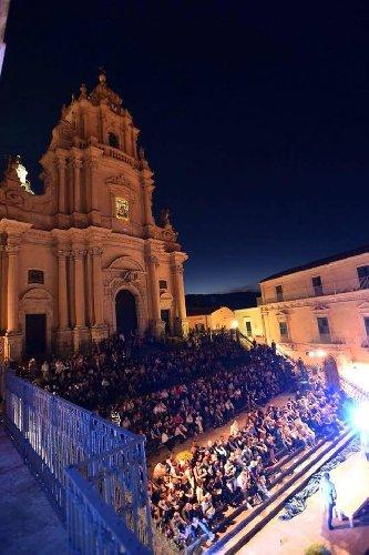 https://www.ragusanews.com//immagini_articoli/04-06-2019/teatro-penelope-a-ragusa-500.jpg