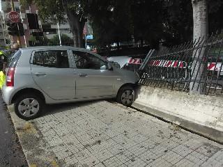 https://www.ragusanews.com//immagini_articoli/04-06-2020/con-la-droga-in-auto-fugge-dai-carabinieri-e-si-schianta-240.jpg