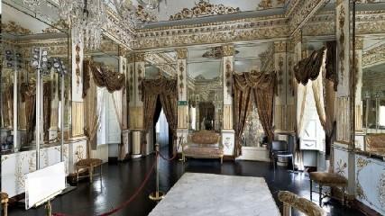 https://www.ragusanews.com//immagini_articoli/04-06-2020/e-tornato-visitabile-il-castello-di-donnafugata-240.jpg