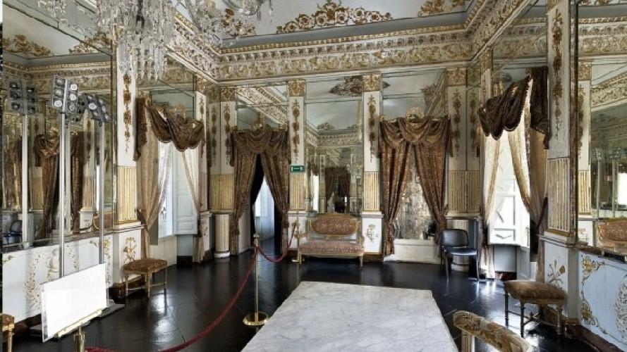 https://www.ragusanews.com//immagini_articoli/04-06-2020/e-tornato-visitabile-il-castello-di-donnafugata-500.jpg