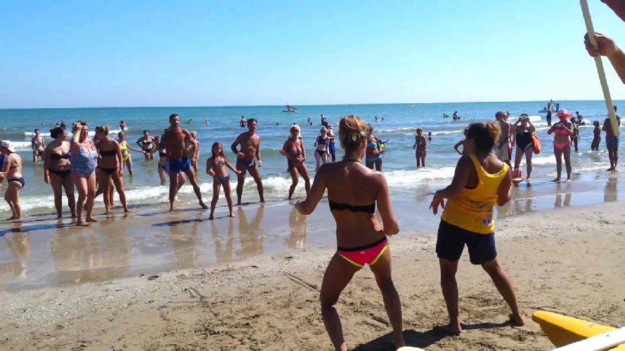 https://www.ragusanews.com//immagini_articoli/04-06-2020/estate-2020-vietati-i-balli-in-spiaggia-500.jpg