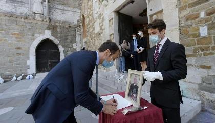 https://www.ragusanews.com//immagini_articoli/04-06-2020/non-c-e-piu-il-limite-di-15-persone-ai-funerali-240.jpg