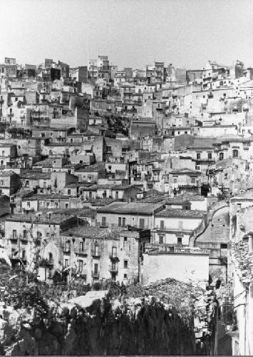 https://www.ragusanews.com//immagini_articoli/04-06-2021/1622803077-ragusa-100-anni-fa-online-le-foto-dell-archivio-storico-enit-1-500.jpg