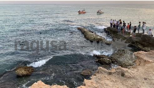 https://www.ragusanews.com//immagini_articoli/04-06-2021/21enne-tunisino-disperso-in-mare-a-bruca-arriva-elicottero-video-280.jpg