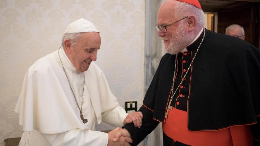 https://www.ragusanews.com//immagini_articoli/04-06-2021/il-cardinale-marx-si-dimette-e-scrive-al-papa-troppa-pedofilia-vado-via-500.jpg