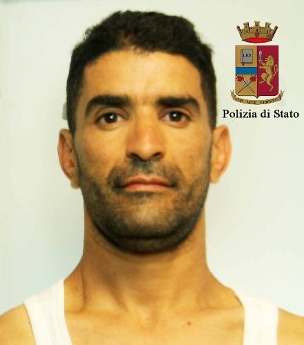 http://www.ragusanews.com//immagini_articoli/04-07-2016/furti-alle-auto-in-sosta-arrestato-algerino-500.jpg