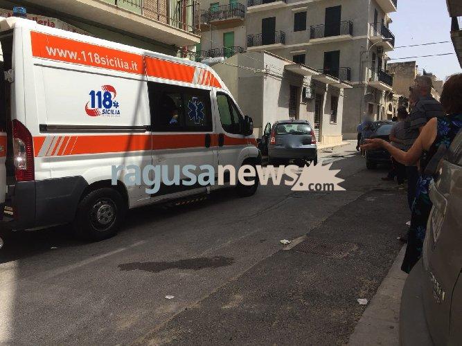 https://www.ragusanews.com//immagini_articoli/04-07-2018/auto-muro-casa-incidente-scicli-500.jpg