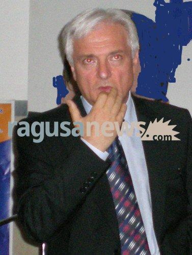 https://www.ragusanews.com//immagini_articoli/04-07-2018/corruzione-sentenze-pilotate-arrestato-giuseppe-mineo-500.jpg